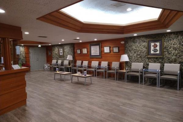 lobbyA02507BC-C62C-7050-1382-8B1C5C137051.jpg